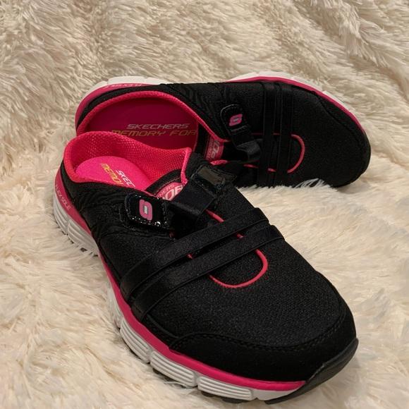 Skechers ™️ Memory Foam. Women's sneakers size 7